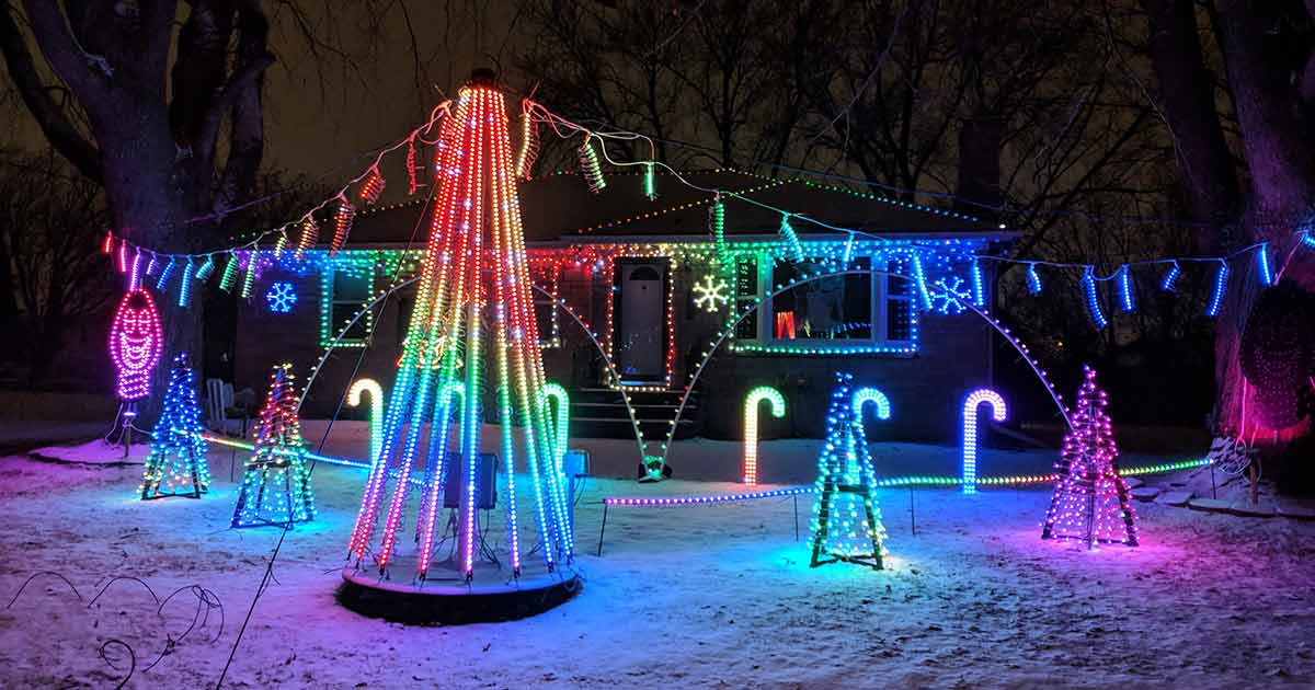 9 Not to Miss Homes with Christmas Lights Synchronized to Music