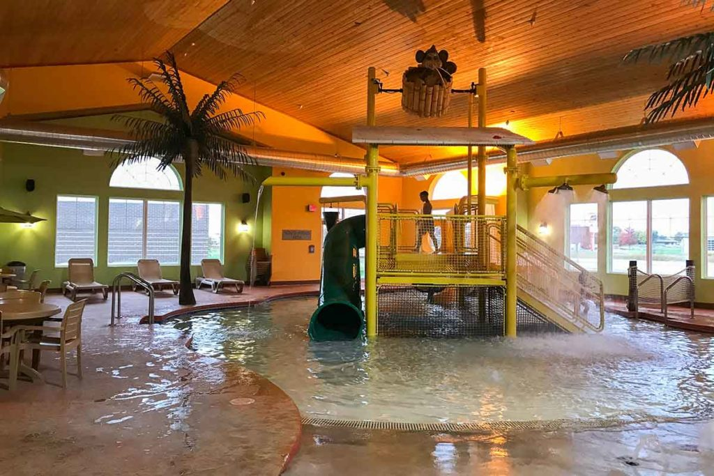 Country Inn & Suites, Little Chute